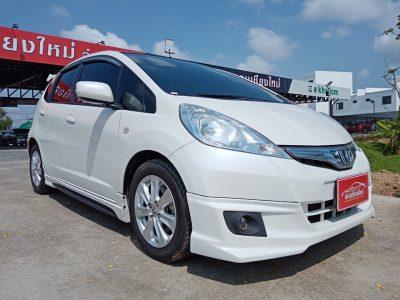 Honda Jazz 1_14.5 Hybrid 2012 สีขาว_๒๑๐๔๑๙
